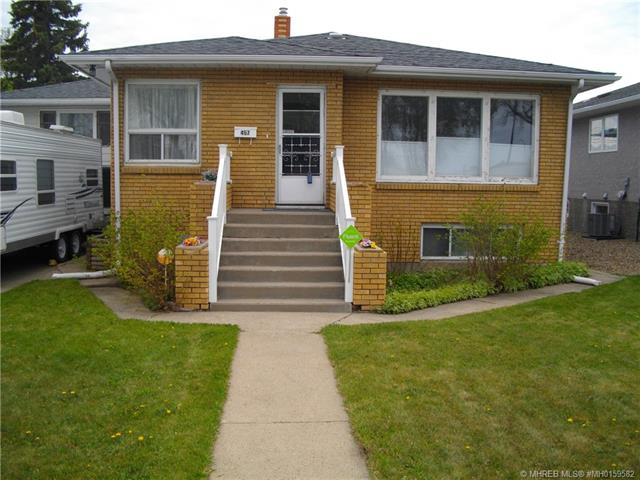 457 8 Street SW, 3 bed, 2 bath, at $249,900