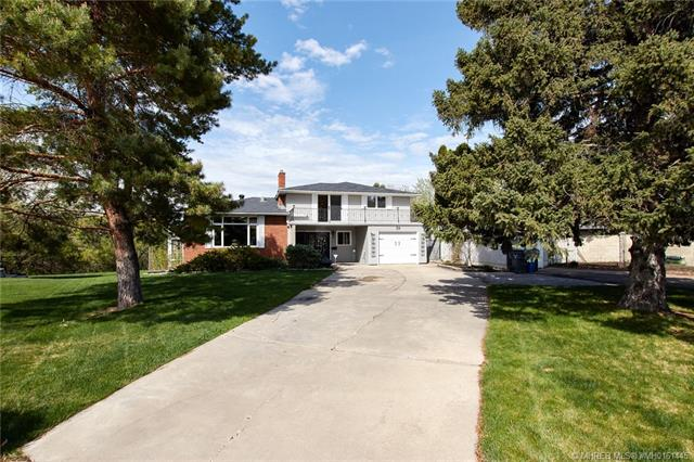 59 8 Avenue SW, 3 bed, 3 bath, at $499,900