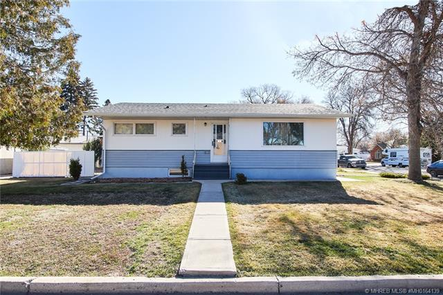 101 4 Avenue NW, 4 bed, 2 bath, at $229,900