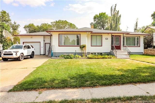 76 Bray Crescent SW, 4 bed, 2 bath, at $289,900
