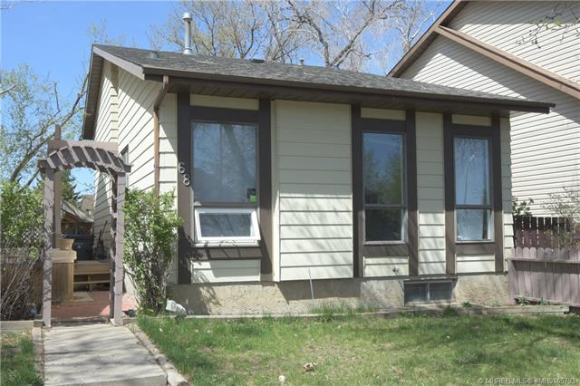 68 Southridge Crescent SW, 3 bed, 2 bath, at $197,500