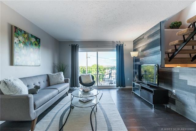 635 5 Street SE, 2 bed, 3 bath, at $184,900
