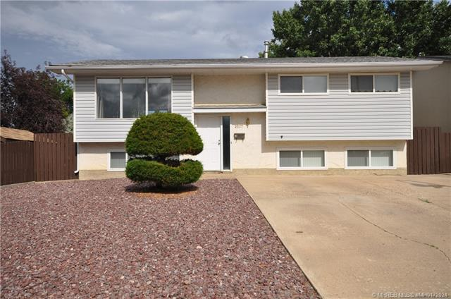 2527 12 Avenue SE, 3 bed, 2 bath, at $249,900