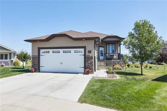 17 Chartwell Place SE, 3 bed, 3 bath, at $378,500