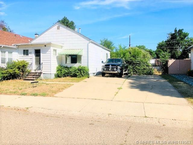426 11 Street SE, 2 bed, 1 bath, at $159,900
