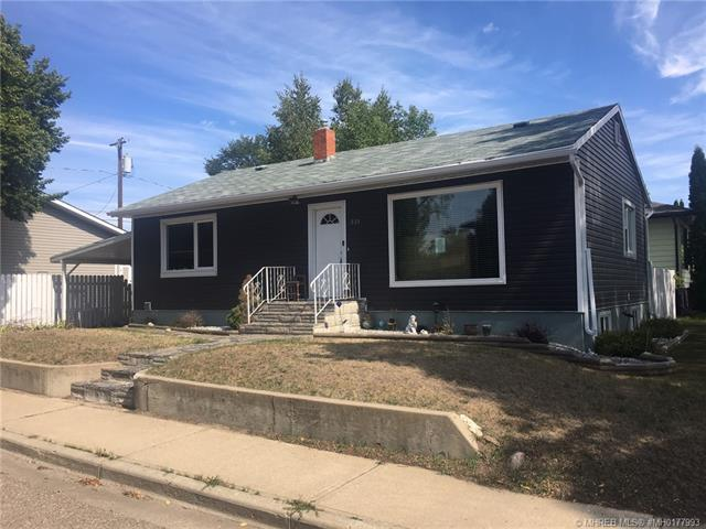939 5 Avenue SW, 4 bed, 2 bath, at $255,000