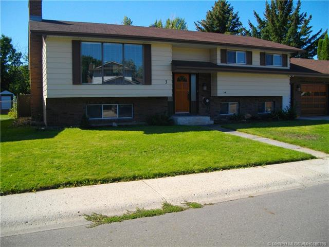 7 Larkspur Court SE, 3 bed, 2 bath, at $414,900