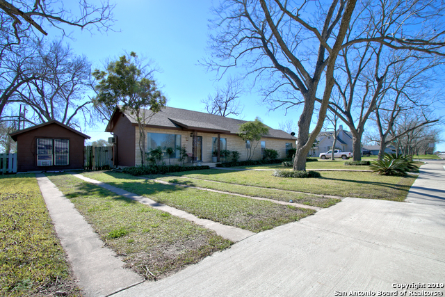 901 E Central Ave, 3 bed, 2 bath, at $175,000