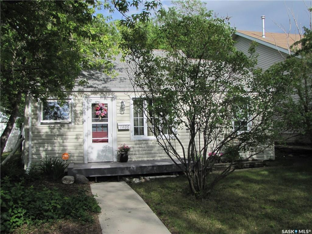 1406 G Avenue, 2 bed, 2 bath, at $168,000