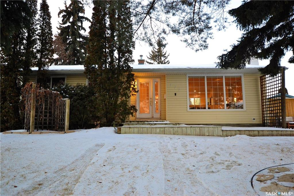 177 St Lawrence Crescent, 3 bed, 2 bath, at $339,900