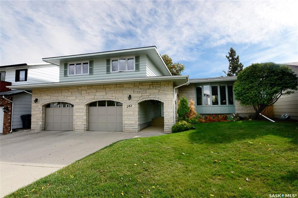 242 Willoughby Crescent, 4 bed, 4 bath, at $489,900
