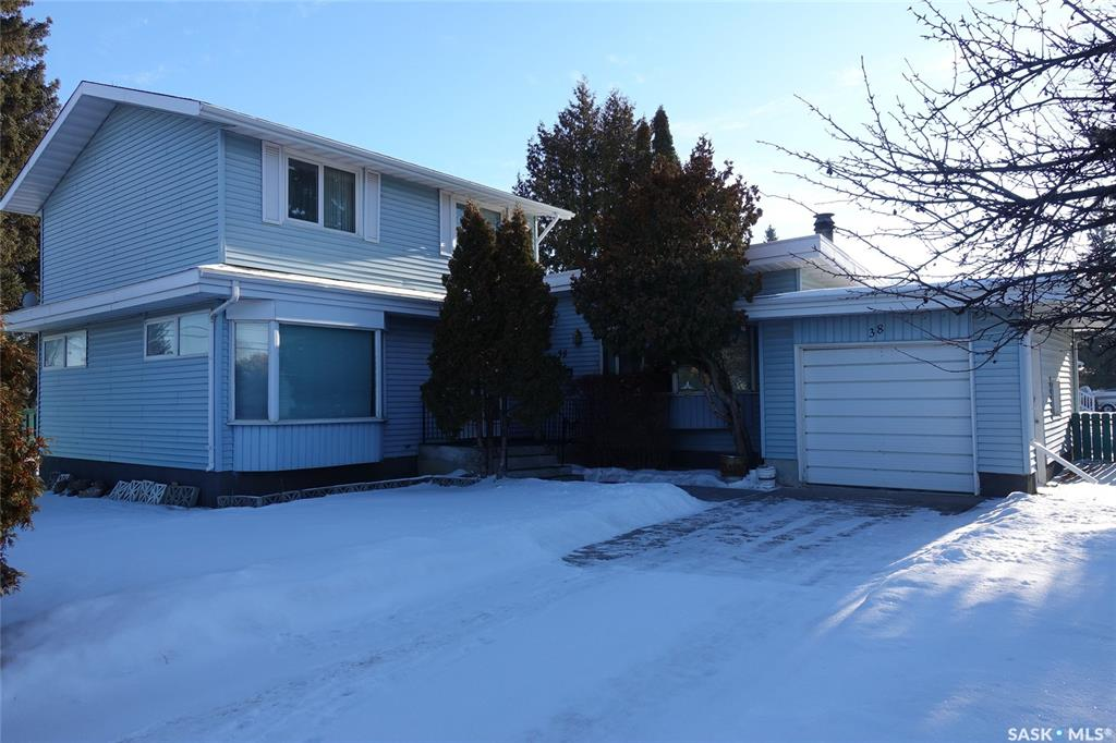 38 Clare Crescent, 4 bed, 3 bath, at $329,900