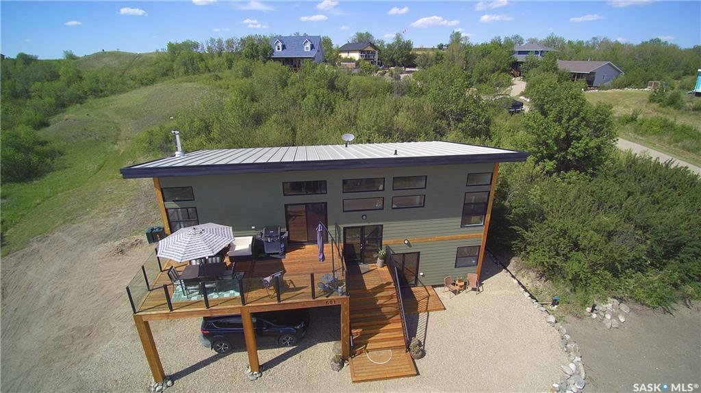 601 Willow Avenue, 3 bed, 3 bath, at $449,900