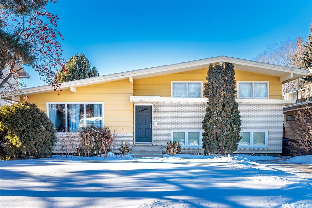 70 Sparling Crescent, 3 bed, 2 bath, at $418,900