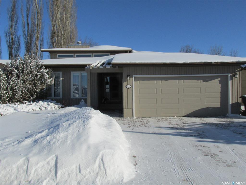 522 Whitewood Crescent, 5 bed, 3 bath, at $424,900