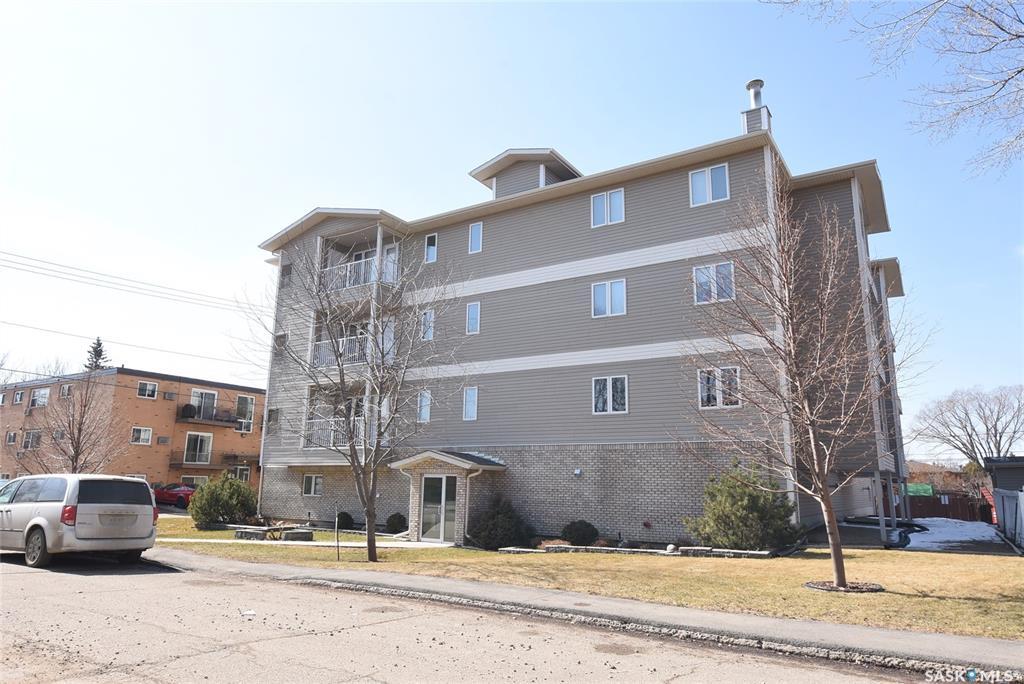 3946 Robinson Street #304, 2 bed, 1 bath, at $245,000
