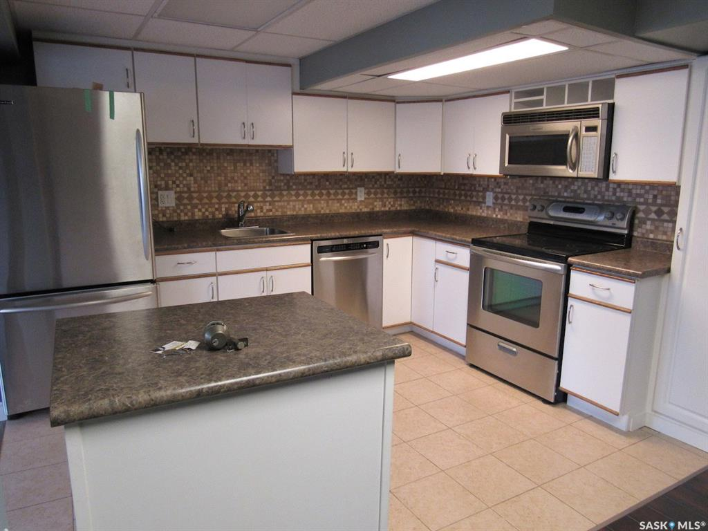 126 Lakeshore Drive, 2 bed, 2 bath, at $130,000
