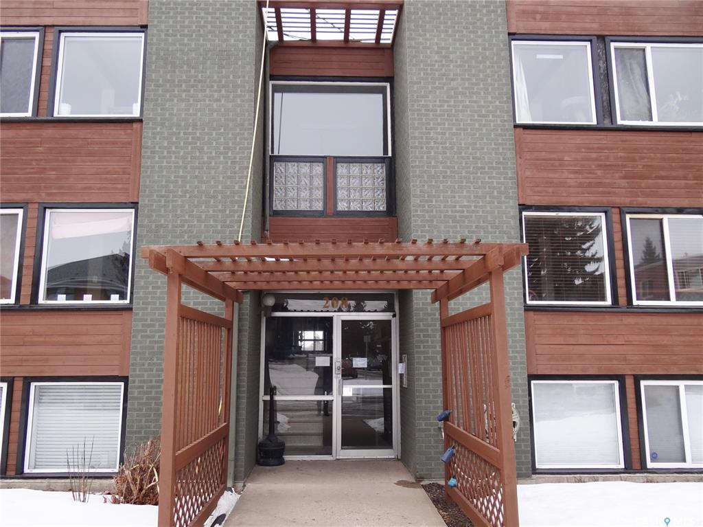 208 Lindsay Place #2, 2 bed, 1 bath, at $144,900