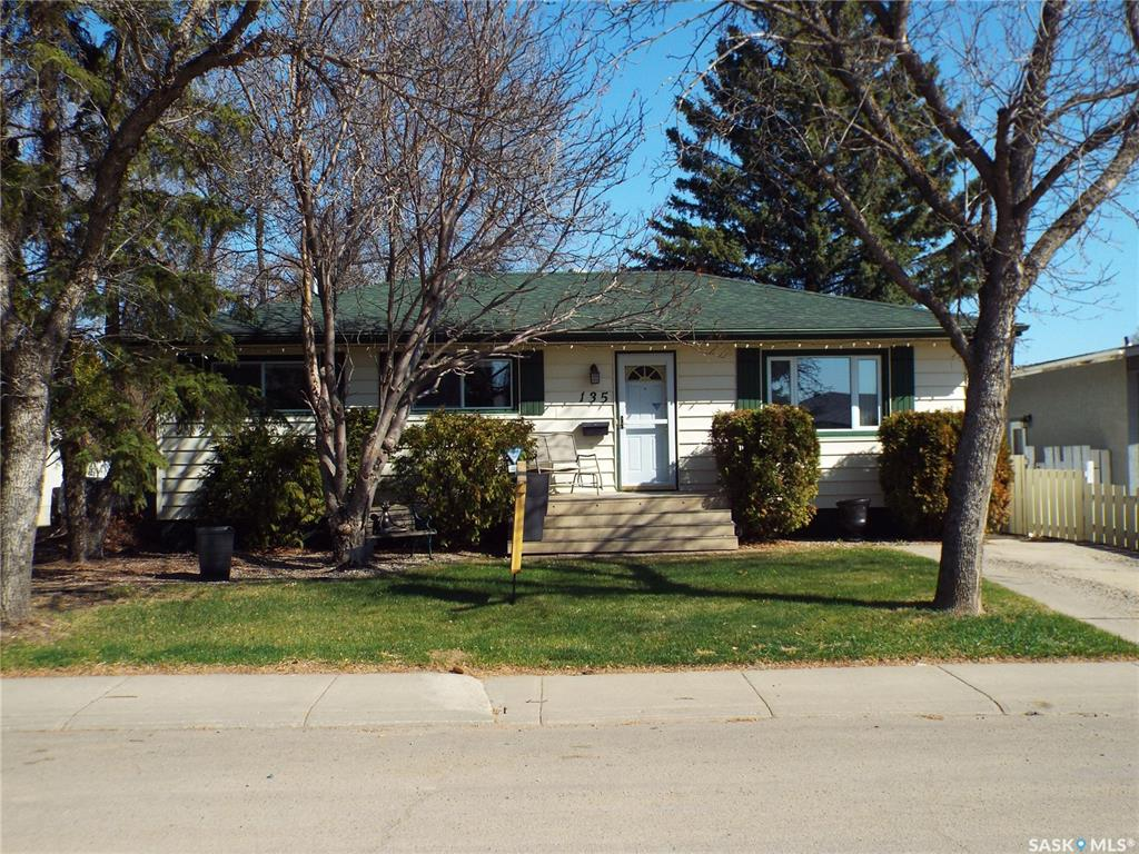 135 Selkirk Crescent, 3 bed, 2 bath, at $297,900