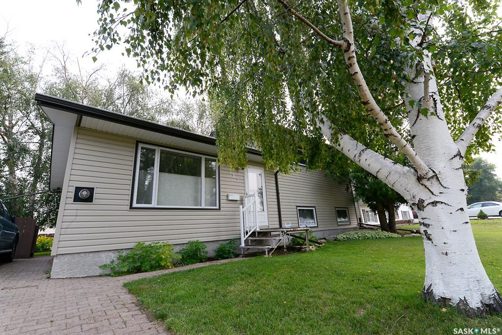 417 Dickey Crescent, 4 bed, 2 bath, at $299,900