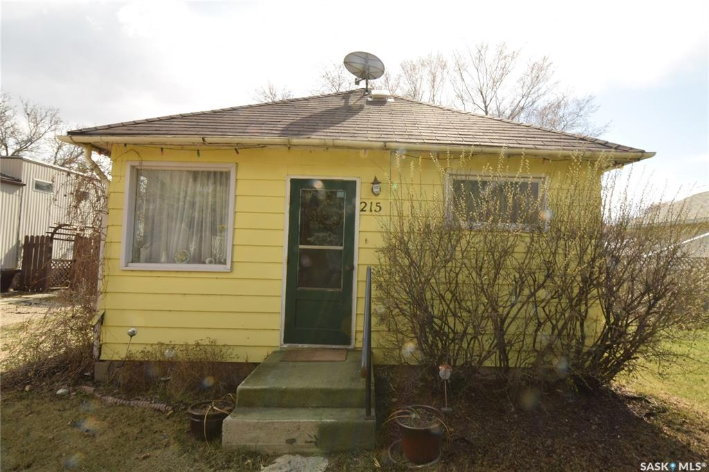 215 5th Avenue W, 2 bed, 1 bath, at $73,000
