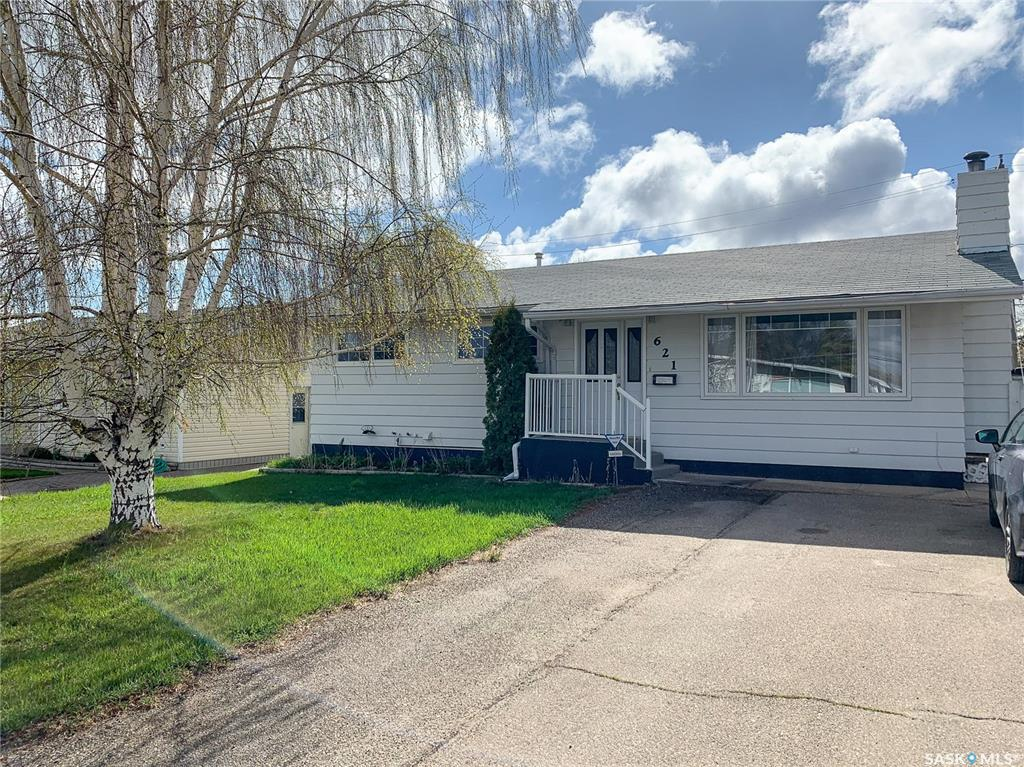 621 2nd Avenue Se, 4 bed, 3 bath, at $239,000