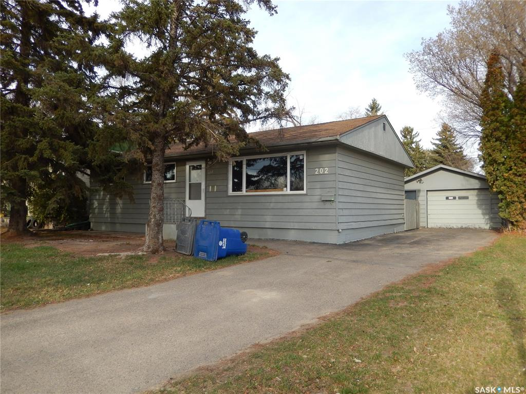 202 Whitney Avenue S, 5 bed, 1 bath, at $254,000