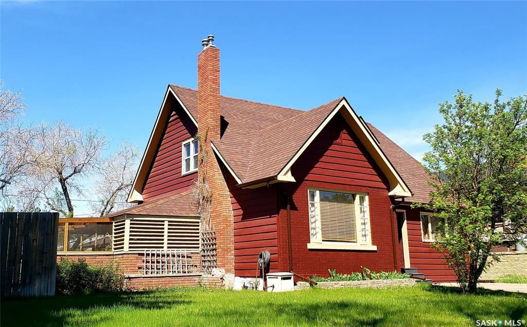 550 5th Avenue Nw, 4 bed, 3 bath, at $339,000