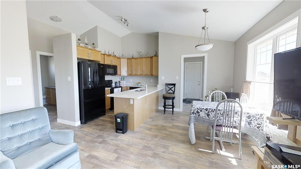 H & L SERVICE CENTRE, 2 bed, 1 bath, at $285,000