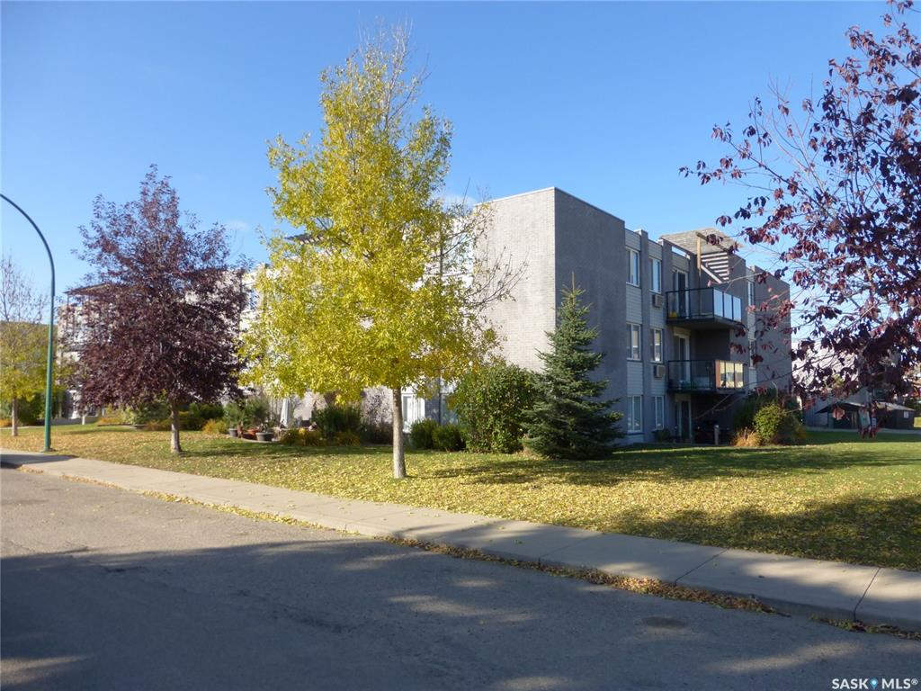 315 East Place #37, 2 bed, 1 bath, at $183,800