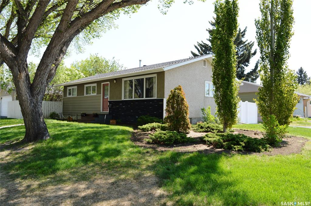 238 Witney Avenue N, 3 bed, 3 bath, at $304,900