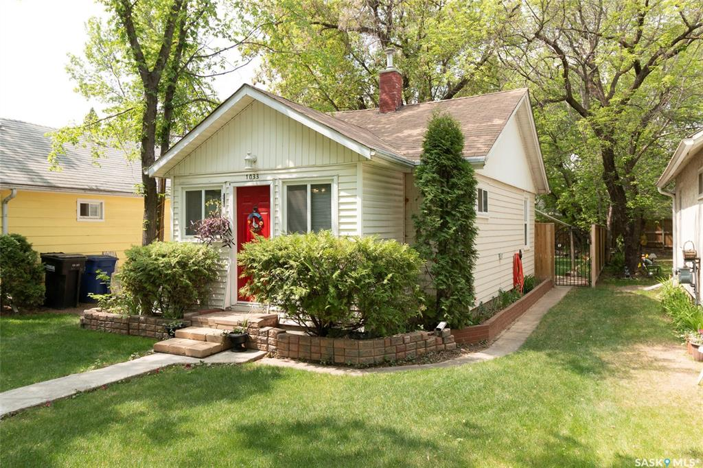 1033 E Avenue N, 1 bed, 1 bath, at $169,900