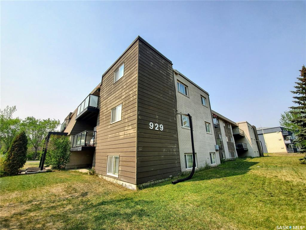 929 Northumberland Avenue #301, 3 bed, 1 bath, at $94,900