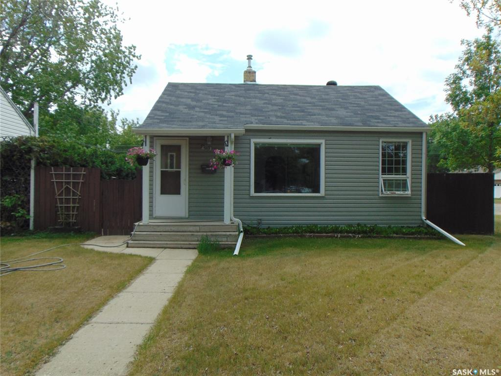 202 Adelaide Street E, 3 bed, 1 bath, at $259,000
