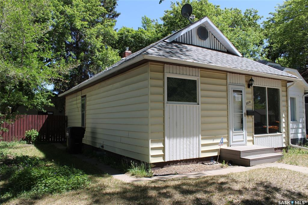 1316 G Avenue N, 2 bed, 2 bath, at $179,900