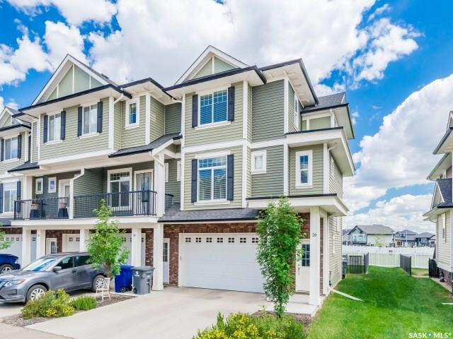 425 Langer Place #20, 3 bed, 3 bath, at $289,900
