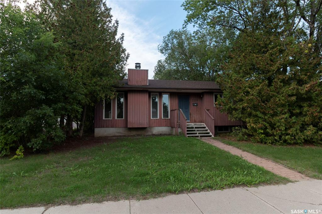 223 Willoughby Crescent, 5 bed, 3 bath, at $359,900
