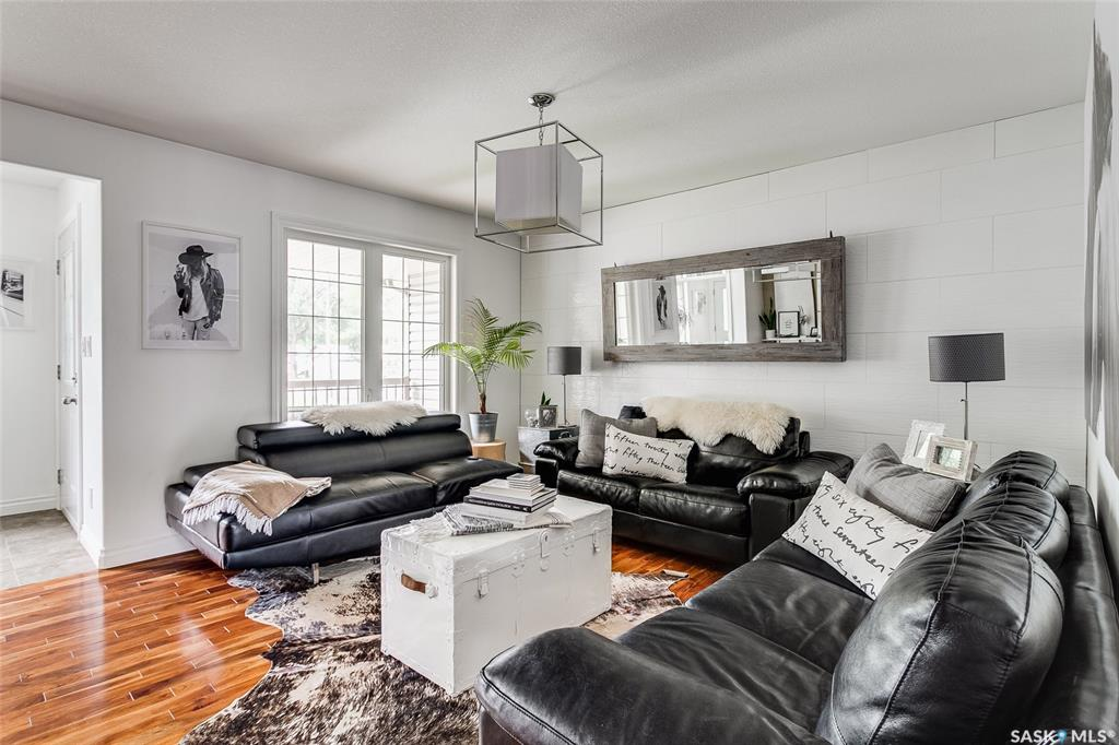 1147 M Avenue S, 3 bed, 3 bath, at $329,900