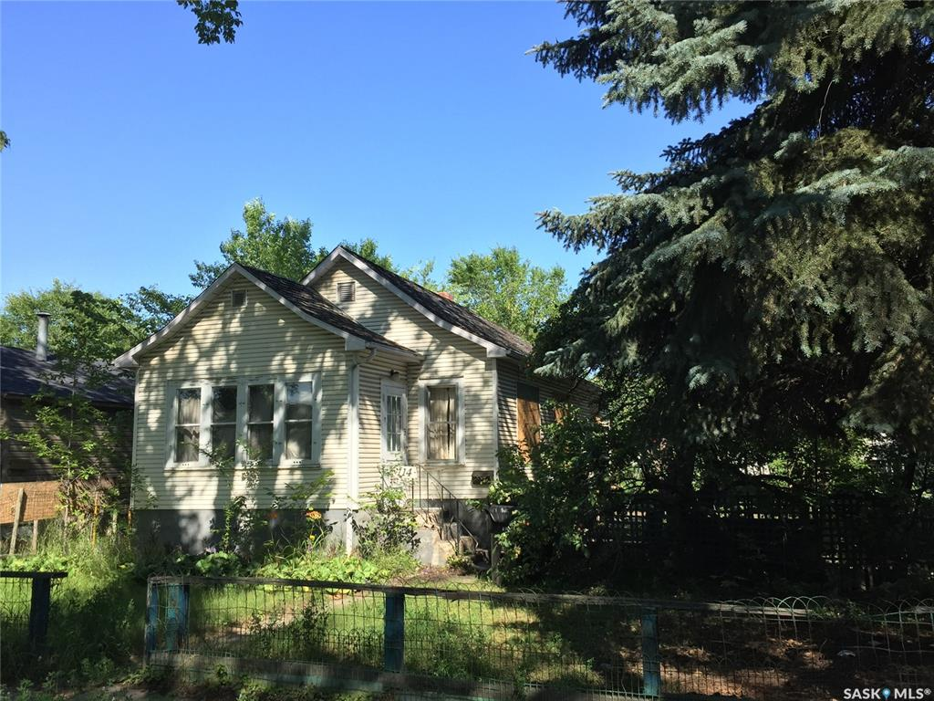 114 E Avenue S, 2 bed, 1 bath, at $109,900
