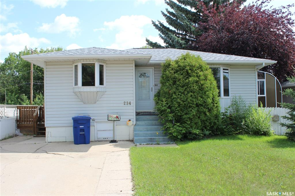 234 Montreal Avenue N, 6 bed, 2 bath, at $264,900