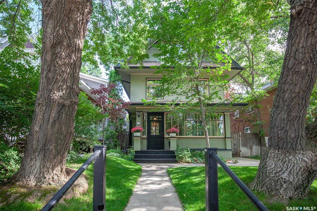 114 9th Street E, 3 bed, 2 bath, at $494,900