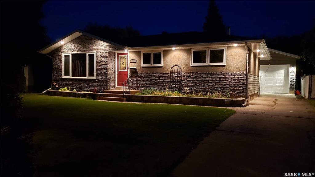28 Mackie Crescent, 4 bed, 2 bath, at $319,500
