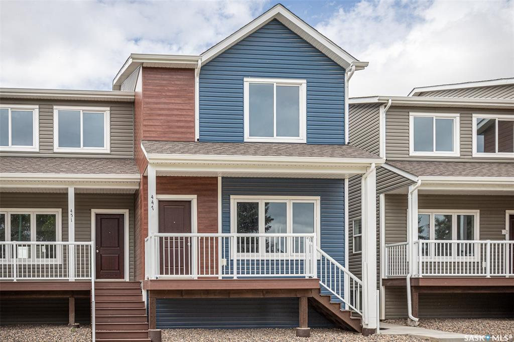 447 L Avenue S, 2 bed, 2 bath, at $244,900