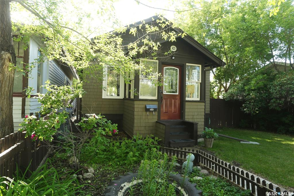 423 K Avenue N, 3 bed, 1 bath, at $224,900