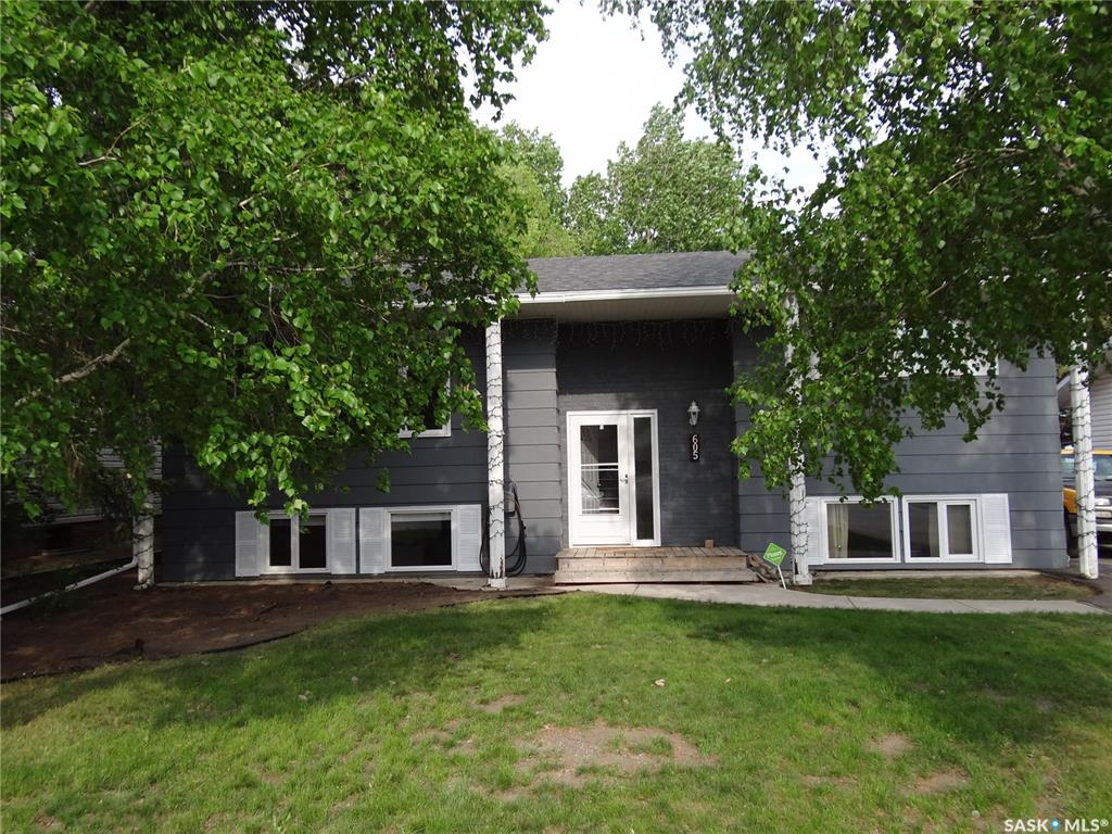 605 Valleyview Drive, 4 bed, 3 bath, at $269,900