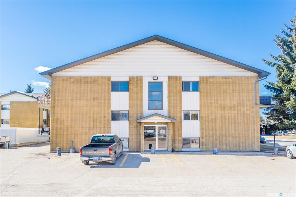 111 St Lawrence Crescent #1, 2 bed, 1 bath, at $149,900