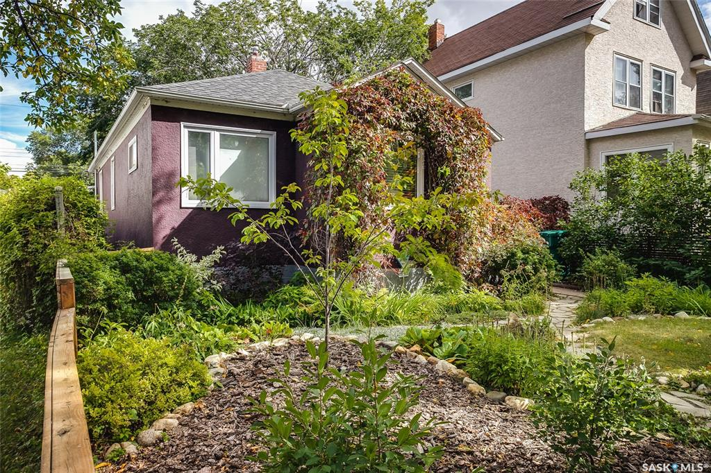 424 H Avenue S, 2 bed, 2 bath, at $279,900