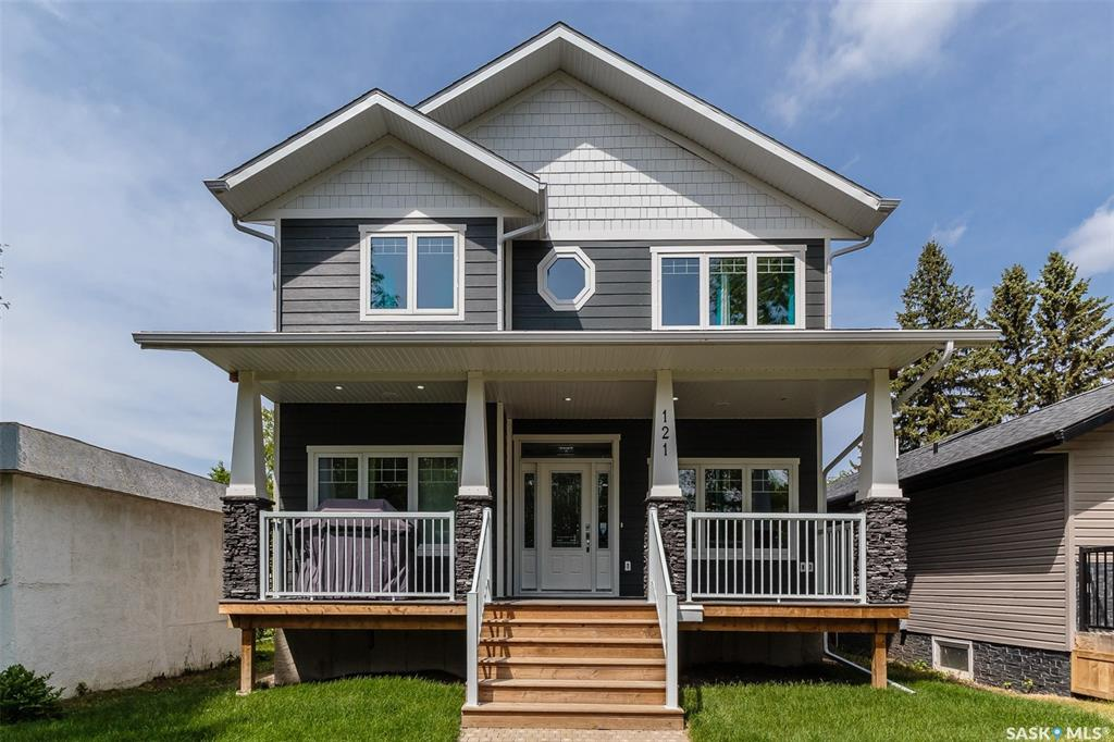 121 Isabella Street E, 5 bed, 4 bath, at $549,900