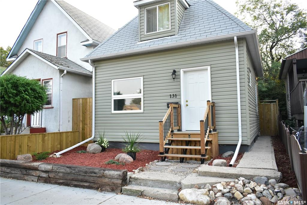131 H Avenue N, 2 bed, 1 bath, at $194,500