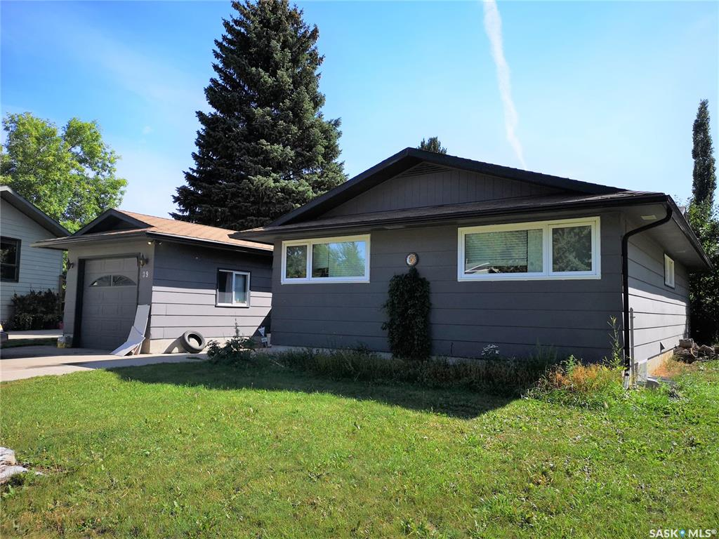 39 St Lawrence Crescent, 4 bed, 2 bath, at $299,900